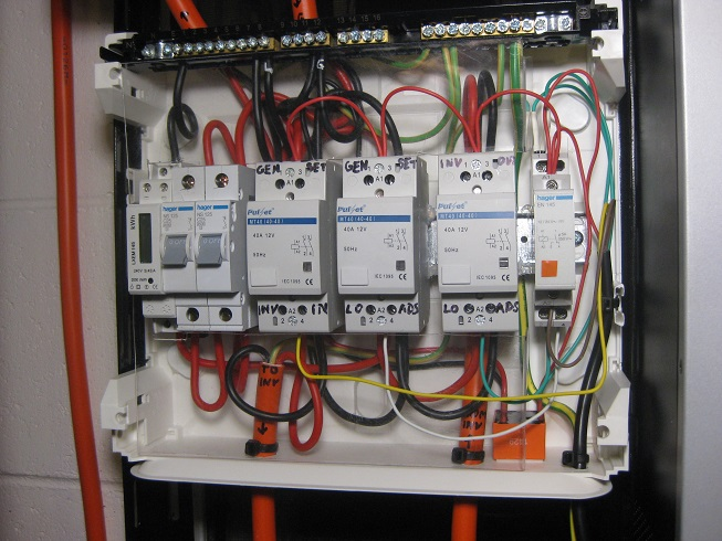 now that the ac switchboard is complete, i have labelled it  note the gaps  beside the contactors for cooling